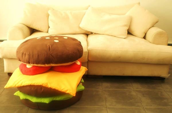 Красочная подушка-гамбургер
