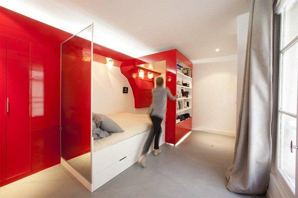 Спальное место в красном цвете от Поля Кудами