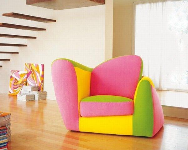 Кресло с ярким дизайном