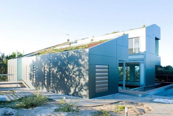Дом с зеленой крышей в Мадриде