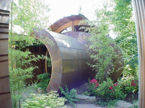 Современный дом в лесу