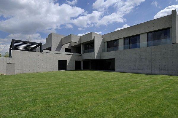 Бетонный дом в Мадриде